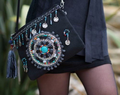 pochette noire bijoux