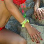 bracelet pompons fluo